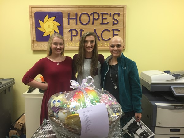 Mrs. Lynd's Women's Health Class visits Hope's Place.